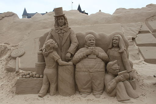 Sand_Sculpture_at_Weston_super_Mare_of_Charlie_and_the_Chocolate_Factory_by_Anique_Kuizenga